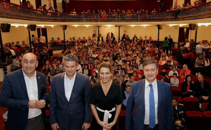 Acto contra la violencia de género en el Teatro Juan Bravo