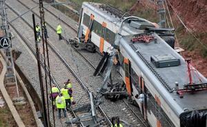 Un muerto y 44 heridos al descarrilar un tren de cercanías en Barcelona