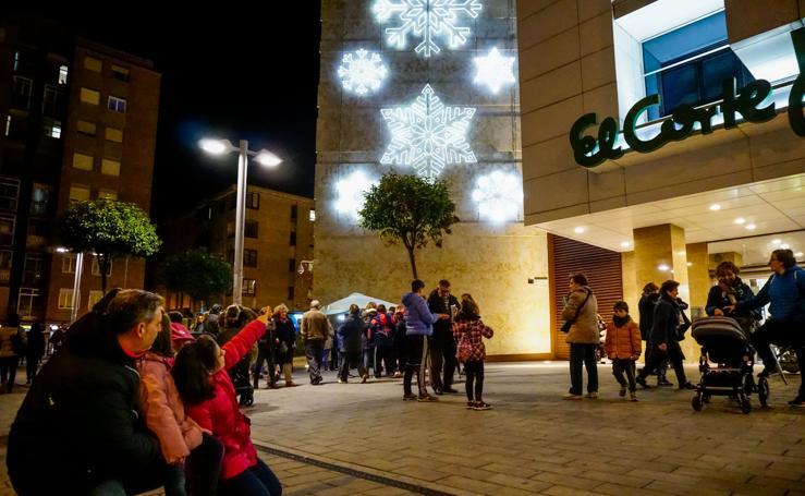 El Corte Inglés inaugura su iluminación navideña en Salamanca
