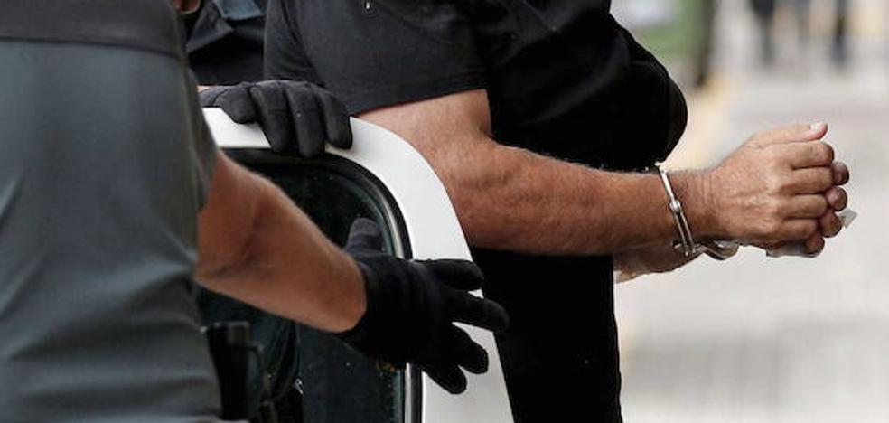 Treinta años de cárcel para un padre por violar a una hija y agredir sexualmente a otra, deficiente mental, en Zamora
