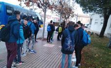 Los 34 alumnos de Villoria se niegan a viajar al instituto en un microbús de 32 plazas