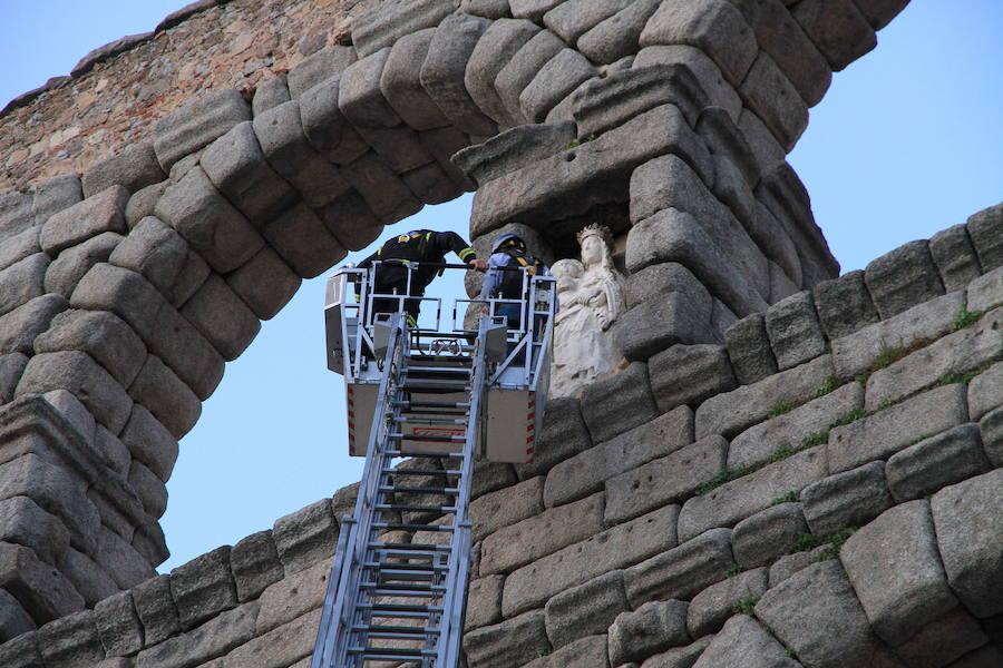 La retirada de la talla de la Virgen del Acueducto exige la colocación de andamios