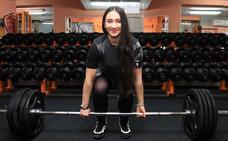 Isabel Sanz levanta prejuicios con su auge mundial en 'powerlifting'