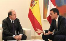 Herrera sale «satisfecho» de su reunión con Sánchez, excepto en la financiación autonómica