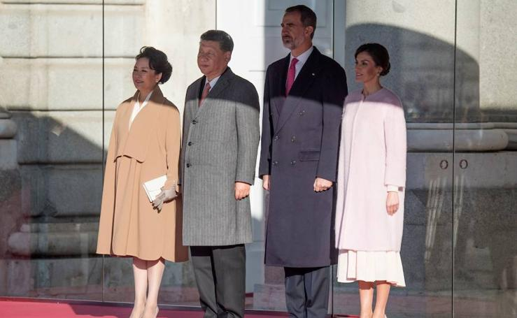 El recibimiento de los Reyes al presidente Xi Jinping y su esposa chino