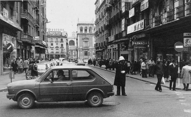 Cuando en la calle Santiago había más coches que peatones