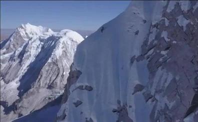 Un alpinista austriaco conquista en solitario uno de los picos más altos del Himalaya