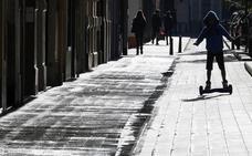 El uso patinetes eléctricos por aceras y zonas peatonales se multa en Segovia