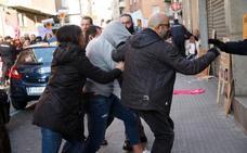 Gritos de «asesino» y «violador» al acusado de matar a Leticia Rosino en su llegada al Juzgado de Zamora