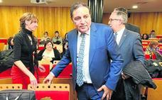 El consejero de Sanidad descarta que el Hospital de Segovia tenga radioterapia en 2019