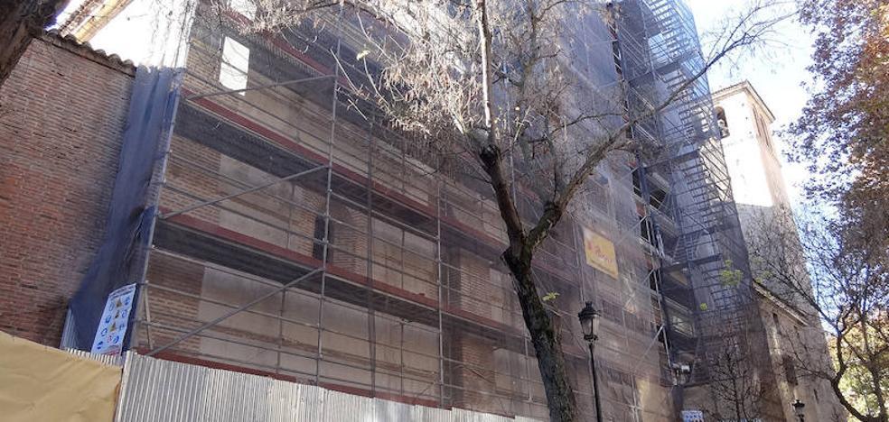 La rehabilitación forzosa del lateral y la torre de la Magdalena endeuda a la parroquia