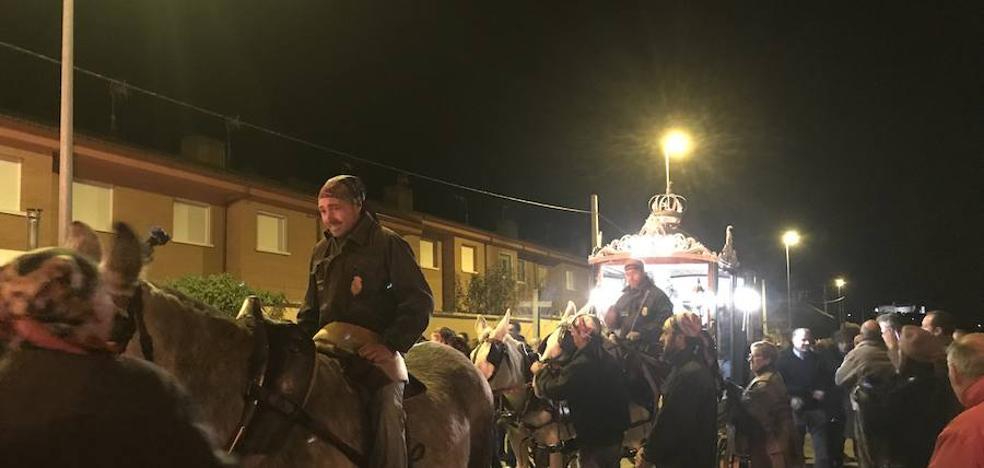Los vecinos de Nava se vuelcan con su patrona, la Virgen de los Pegotes