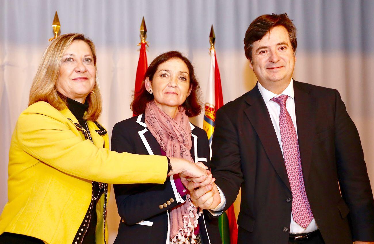 Histórica firma entre aplausos: Junta, Gobierno y NSR abren una puerta al futuro industrial de León