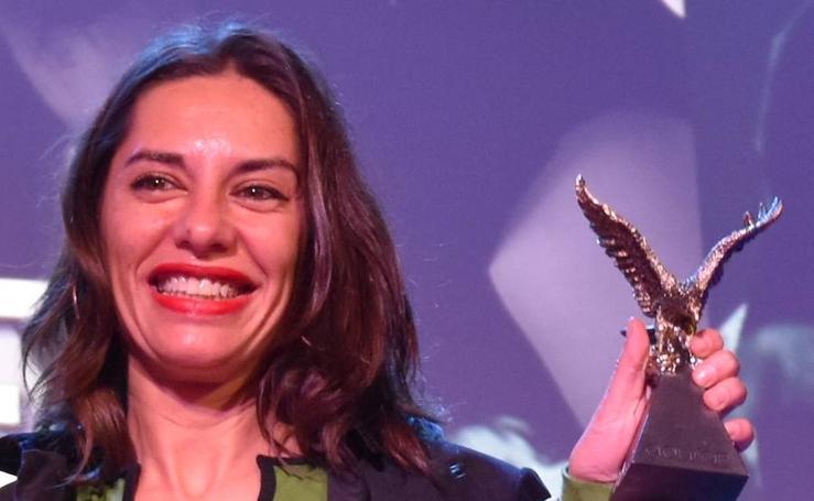 Natalia Mateo recibe el Águila de Oro en la inauguración del FICA