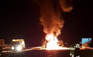 Cortes de tráfico en el A-62 por el incendio de un camión entre Sancti Spiritus y Ciudad Rodrigo
