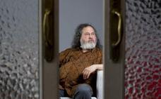Richard Stallman: «Estamos acostumbrados a usar programas que nos tratan injustamente y lo vemos normal»