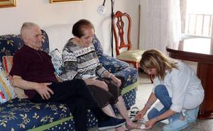 700 mayores esperan ayuda a domicilio a pesar de incrementarse la financiación