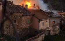 Un fuego declarado de madrugada destruye cinco viviendas en Santibáñez de Ayllón