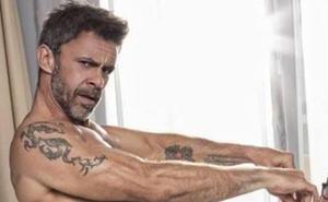Alonso Caparrós, arrepentido de posar desnudo con su chica