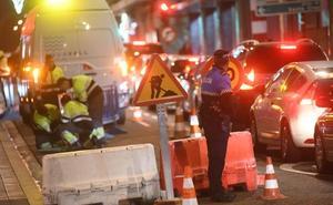 Una fuga de agua obliga a cortar un carril de la calle López Gómez de Valladolid