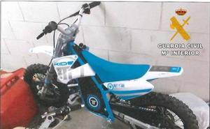Investigan a tres menores por el robo con fuerza de tres mini motos en un garaje de Laguna