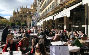 Los turistas desbordan Segovia