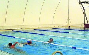 La oposición municipal rechaza que se prorrogue la privatización de la piscina de Cuéllar