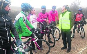 Cuatro carreteras de la provincia incorporan señales inteligentes para detectar ciclistas