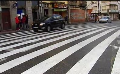 Polémica y mucho humor con el nuevo paso de peatones descomunal de Cangas de Morrazo