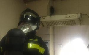 Los Bomberos de Íscar sofocan un incendio en un piso en alquiler de la localidad vallisoletana