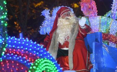 Miles de sonrisas para recibir a Papá Noel en Valladolid