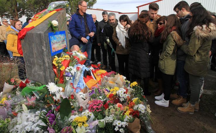 Homenaje a José Antonio González en el aeródromo de Fuentemilanos