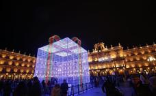 El 'gran regalo navideño' ya preside la Plaza Mayor de Salamanca