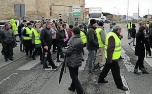 Vecinos de Peñafiel ocupan la travesía para reclamar la construcción de la A-11