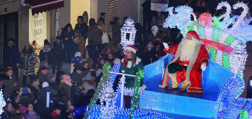 Papá Noel llena de luz e ilusión las calles de Palencia