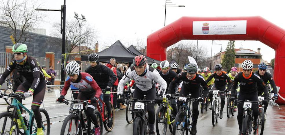 La carrera de pavo reúne en Laguna a decenas de aficionados al ciclismo