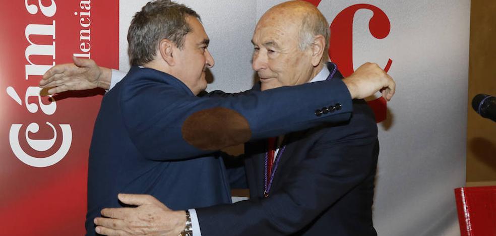 Vicente Villagrá recibe la medalla de la Cámara de Palencia y realza el valor de las exportaciones