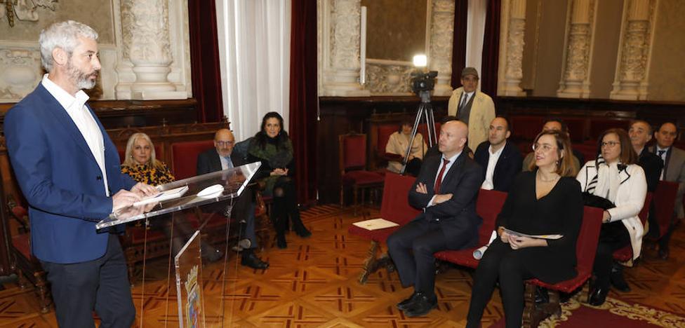 Alejandro Martín muestra una «gratitud especial» en Palencia por el premio Jorge Manrique