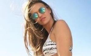 Helen Lindes presume de embarazo en la playa