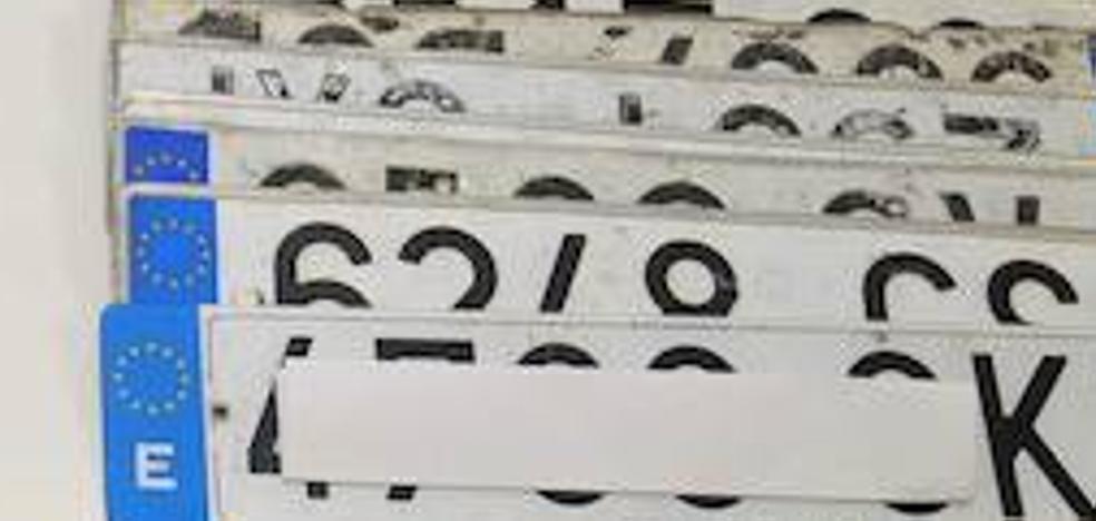 Investigan a un repartidor de mensajería urgente por utilizar unas placas falsas de matrícula