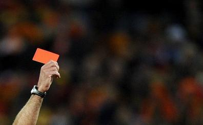 Una árbitra de fútbol regional refleja en el acta que la afición le mandó «a fregar» entre insultos