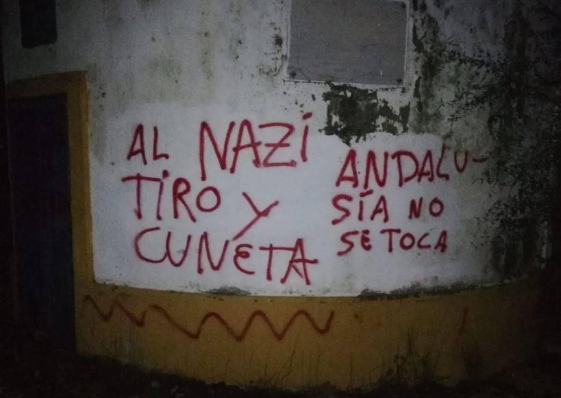 «Al nazi tiro y cuneta»: pintadas amenazantes en la casa de Morante de la Puebla