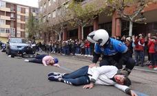 Simulacro de accidente de tráfico en la calle Guardería