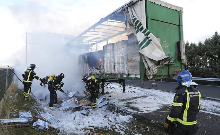 Incendio de un camión en la A-62