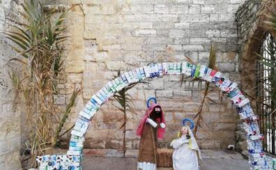 La localidad de Husillos, en Palencia, aprovecha materiales reciclados para su belén