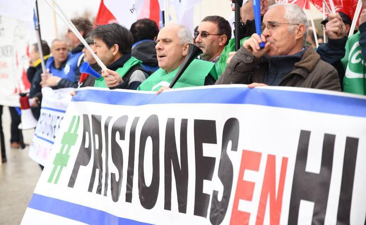 Protesta de los funcionarios de prisiones frente a las Cortes