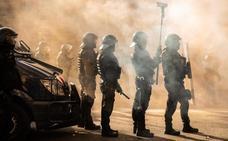 Doce detenidos y 77 heridos en los disturbios de Cataluña