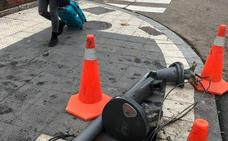 Destroza un semáforo en la calle Recondo de Valladolid tras una colisión con otro turismo