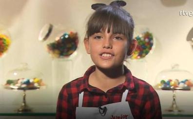 Una concursante de 'MasterChef Junior' aliña su plato con detergente