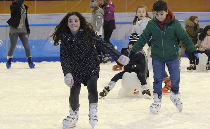 Pista de patinaje y belén de Playmobil en la Cúpula del Milenio